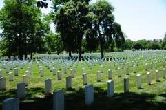 Righe della pietra tombale al cimitero nazionale di Arlington Fotografia Stock Libera da Diritti
