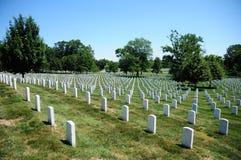 Righe della pietra tombale al cimitero nazionale di Arlington Fotografia Stock