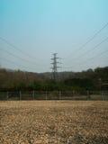 Righe di trasmissione di energia elettrica Immagine Stock