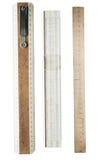 Righelli di legno, isolati su una priorità bassa bianca Fotografia Stock
