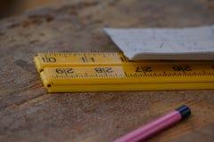 Righello di plastica con la penna e la carta Immagini Stock Libere da Diritti