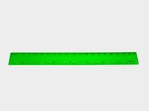 Righello verde isolato su fondo bianco fotografia stock libera da diritti