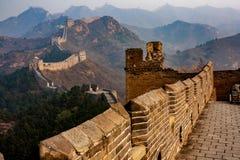 Riginal niet-hersteld deel van de Grote Muur, China stock afbeeldingen