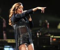 Rihanna выполняет в концерте стоковые изображения rf