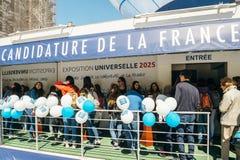 Rij aan de Kandidatuur van Frankrijk voor Wereld Eerlijk 2025 paviljoen royalty-vrije stock foto's