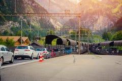 Rij van auto's in de autotreinen te krijgen Royalty-vrije Stock Afbeeldingen