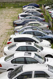 Rij van auto's op parkeerterrein Royalty-vrije Stock Afbeelding