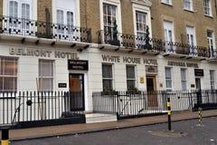 Rij van begrotingshotels in Londen Stock Foto's