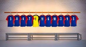 Rij van Blauwe en Gele Voetbaloverhemden Stock Foto
