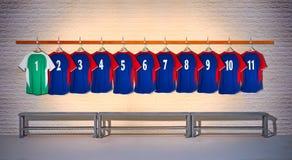 Rij van Blauwe en Groene Voetbaloverhemden 1-11 Stock Foto