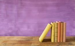 Rij van boeken Stock Afbeeldingen