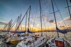 Rij van boten in Alghero-haven stock afbeeldingen