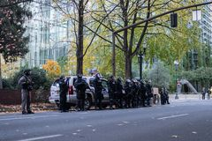 Rij van cops in reltoestel in Portland, Oregon royalty-vrije stock foto