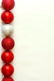 Rij van de Achtergrond van Kerstmisbollen Stock Foto's