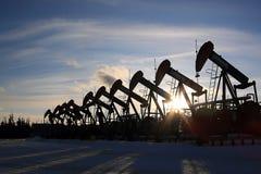 Rij van de Hefbomen van de Oliepomp stock afbeelding
