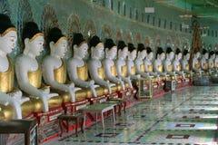 Rij van de standbeelden van Boedha, Royalty-vrije Stock Foto's