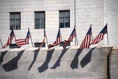 Rij van de Vlaggen van de V.S. op Muur Royalty-vrije Stock Foto's