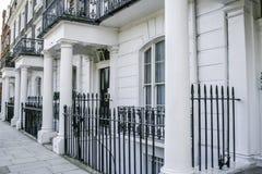 Rij van Edwardian-huizen in Londen royalty-vrije stock afbeelding