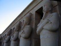 Rij van Egyptische kolommen Royalty-vrije Stock Afbeeldingen