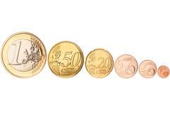 Rij van euro muntstukken stock foto