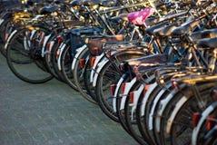 Rij van fietsen royalty-vrije stock fotografie