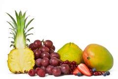 Rij van Geassorteerd Fruit stock foto's