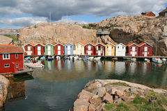 Rij van gekleurde huizen, Smogen, Zweden Royalty-vrije Stock Foto