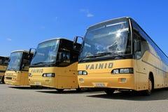 Rij van Gele Bussen royalty-vrije stock afbeeldingen