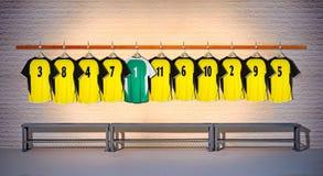 Rij van Gele en Groene Overhemden 3-5 van Voetbaloverhemden Royalty-vrije Stock Fotografie
