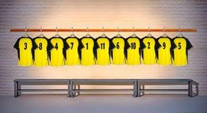 Rij van Gele Overhemden 3-5 van Voetbaloverhemden Stock Afbeeldingen