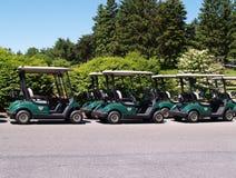 Rij van golfkarren Stock Foto's
