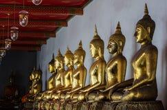Rij van gouden Buddhas Stock Foto
