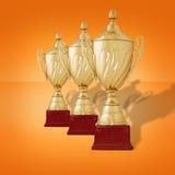 Rij van gouden trofeekoppen stock foto's