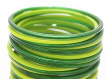 Rij van groene armbanden Stock Foto's