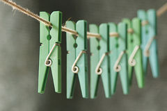Rij van groene broches Stock Afbeeldingen