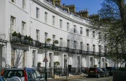 Rij van huizen in Londen Stock Foto's