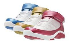 Rij van kleurrijke basketbaltrainers Stock Afbeelding