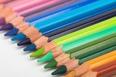 Rij van kleurrijke potloden Stock Afbeelding