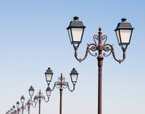 Rij van lantaarns Stock Foto's