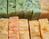 Rij van met de hand gemaakte zeep Stock Foto's