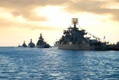 Rij van militaire schepen Stock Foto