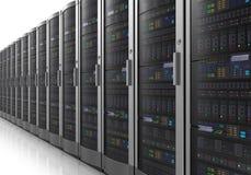 Rij van netwerkservers in datacenter