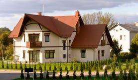 Rij van nieuwe flatgebouwen met koopflats Royalty-vrije Stock Foto