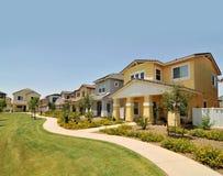 Rij van nieuwe huizen in Arizona Stock Foto's