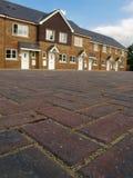 Rij van nieuwe terrasvormige huizen Stock Afbeeldingen