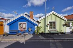 Rij van oude kleurrijke blokhuizen in de stad Royalty-vrije Stock Fotografie