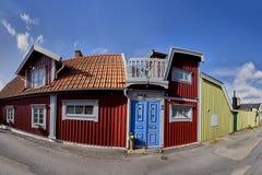 Rij van oude kleurrijke blokhuizen in de stad Stock Fotografie