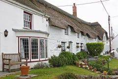 Rij van oude plattelandshuisjes het UK Stock Afbeelding