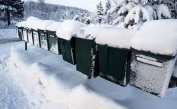 Rij van postdozen in de winter Royalty-vrije Stock Fotografie