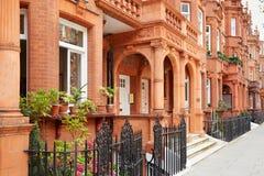 Rij van rode bakstenenhuizen in Londen Royalty-vrije Stock Foto's